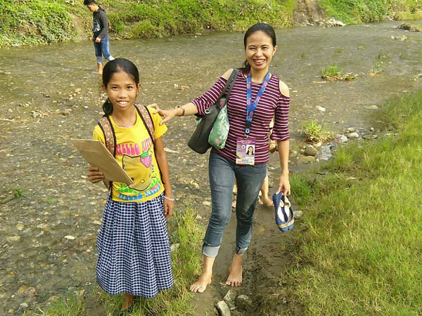 У девочки из Филиппин из живота растут руки и ноги близнеца: предстоит операция