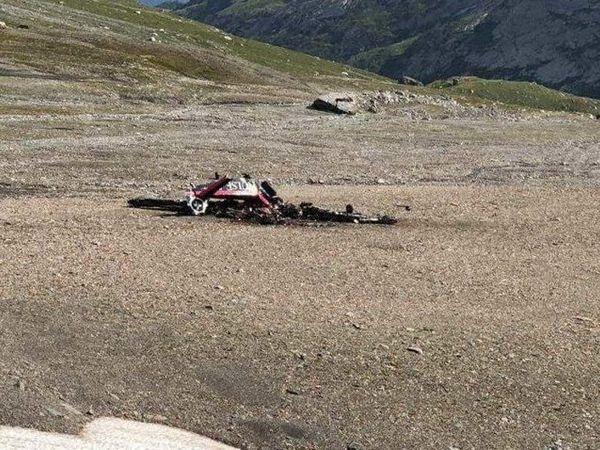В Швейцарии самолет врезался в гору: появились фото с места авиакатастрофы