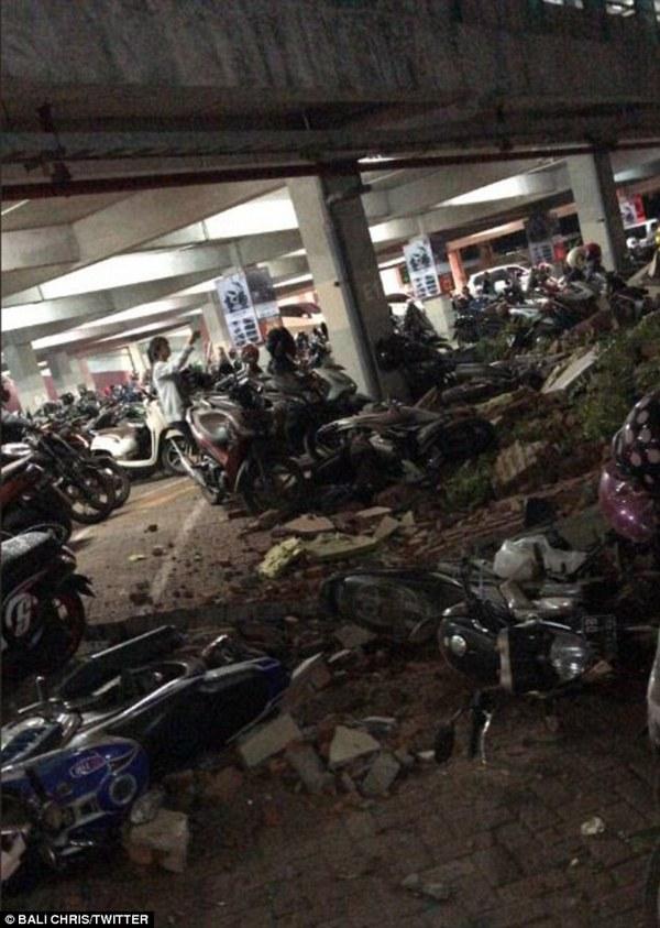 Мощное землетрясение повергло в шок тысячи туристов на островах Ломбок и Бали