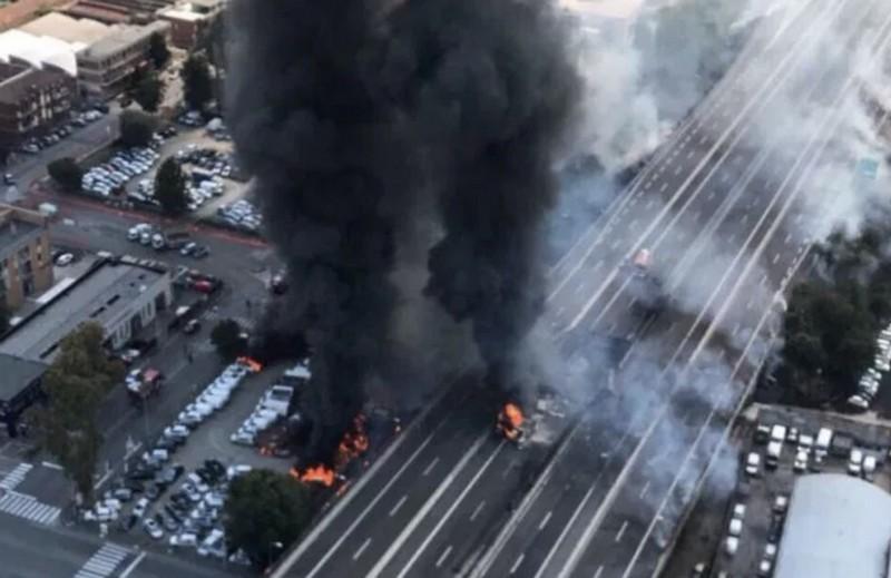На месте взрыва бензовоза в Италии образовалась воронка как после авиабомбы
