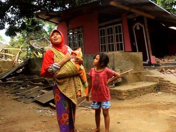 Землетрясение в Индонезии: власти заняты эвакуацией туристов и не помогают местным жителям