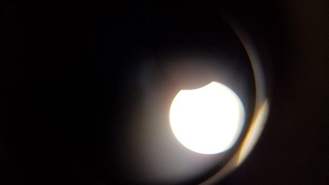 В сети показали первые фото солнечного затмения