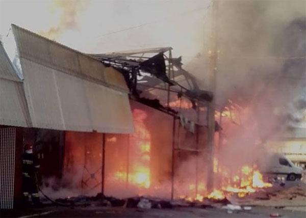 Новости Украины - Пожар на рынке в Хмельницком 25.08.2018 - смотреть ... d8e8fcb645b16