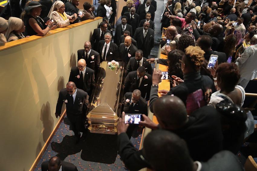 Напохоронах Ареты Франклин Билл Клинтон засмотрелся нафигуру Арианы Гранде