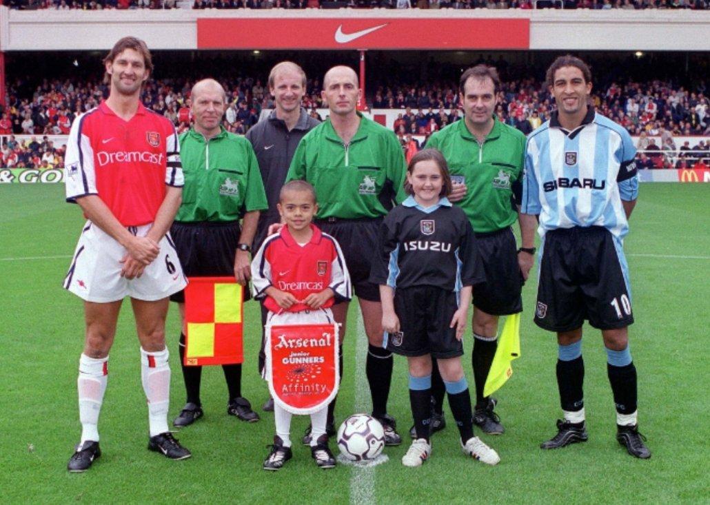 Команда лондонского арсенала 2000 года