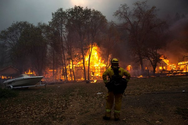 Лесной пожар вКалифорнии добрался дорезиденции Канье Уэста иКим Кардашьян