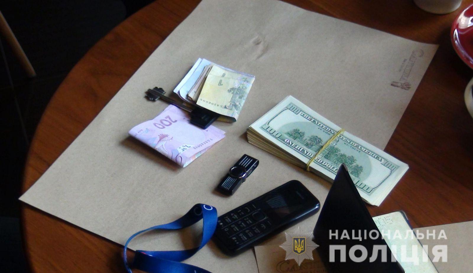 Экс-банкир организовал продажу данных полумиллиона украинцев