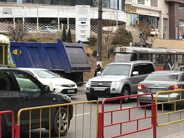 В Одессе полиция и активисты устроили потасовку на месте скандальной стройки