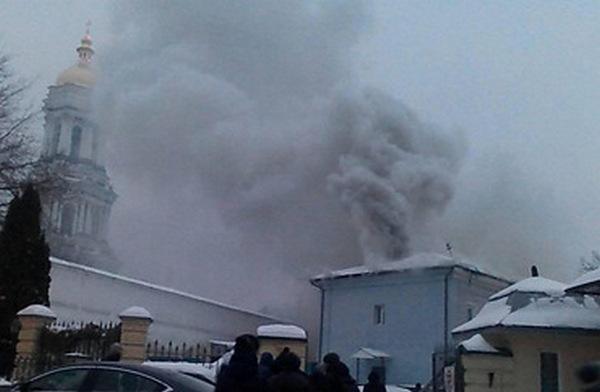 На территории Киево-Печерской Лавры возник пожар (обновлено) (фото)