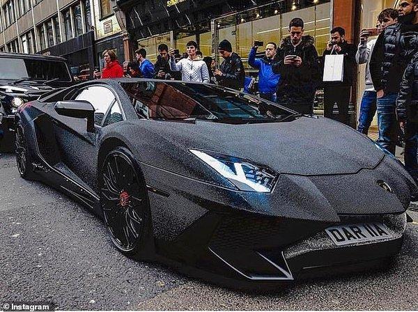 Модель изМолдовы украсила Lamborghini кристаллами Сваровски