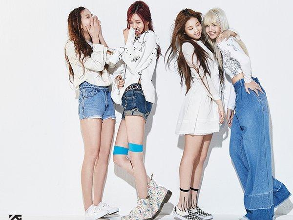 Корейская группа Blackpink побила рекорды YouTube, отодвинув Ариану Гранде