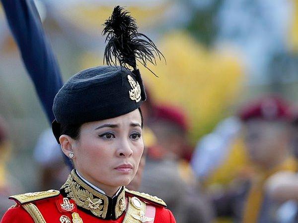 Король Таиланда неожиданно женился на генерале, фото-2