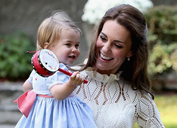 Яркие фото именинницы— Принцессе Шарлотте 4