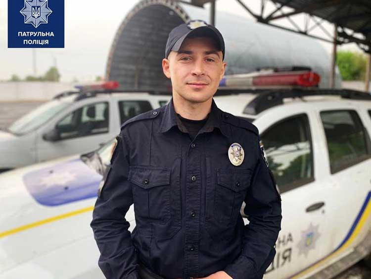 Скорая полицейская помощь: в Полтаве патрульные спасли жизнь человеку, попавшему под поезд