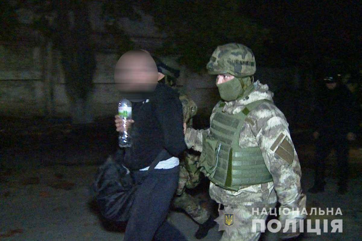 Ночной штурм в Виннице: полиция отбила у рейдеров завод, задержаны 50 человек