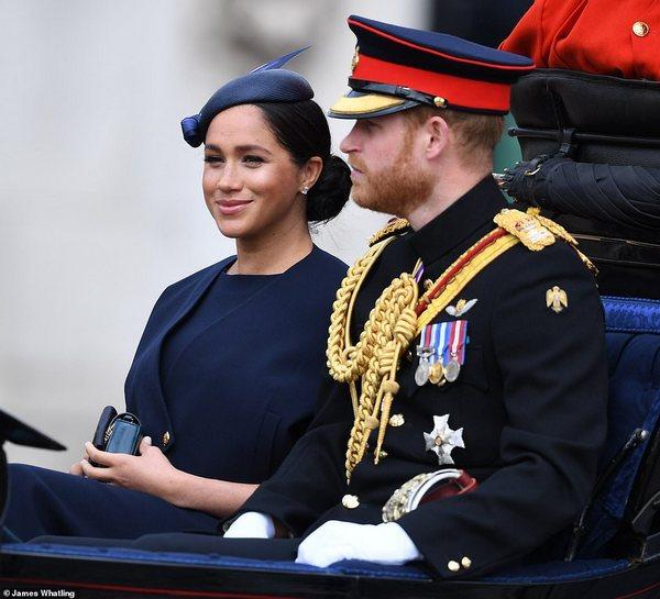 День рождения ЕлизаветыII подчеркнули военным парадом