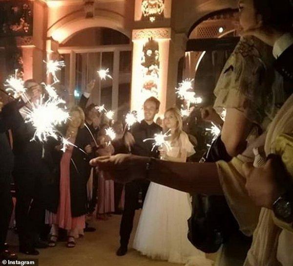 Самый популярный видеоблогер в мире сыграл свадьбу со звездой YouTube