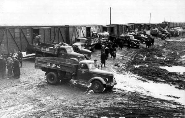 Родственников подпольщиков депортировали в горнодобывающие районы России, чтобы они занимались там тяжелой и малоквалифицированной работой в шахтах