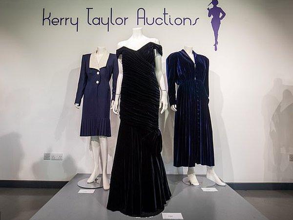 Картинки по запросу Продано платье, в котором принцесса Диана танцевала с Траволтой