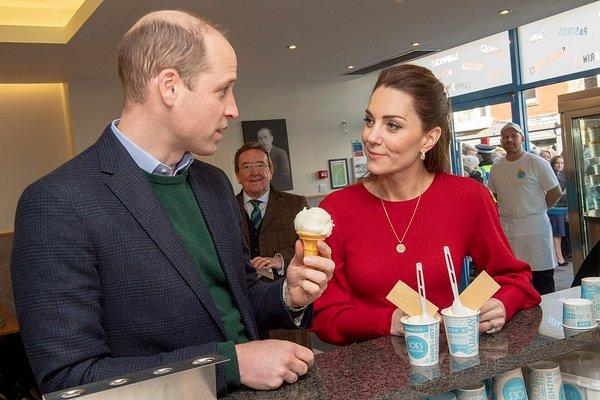 Поклонники в восторге: Кейт Миддлтон и принц Уильям проявили свои чувства на публике (ВИДЕО)