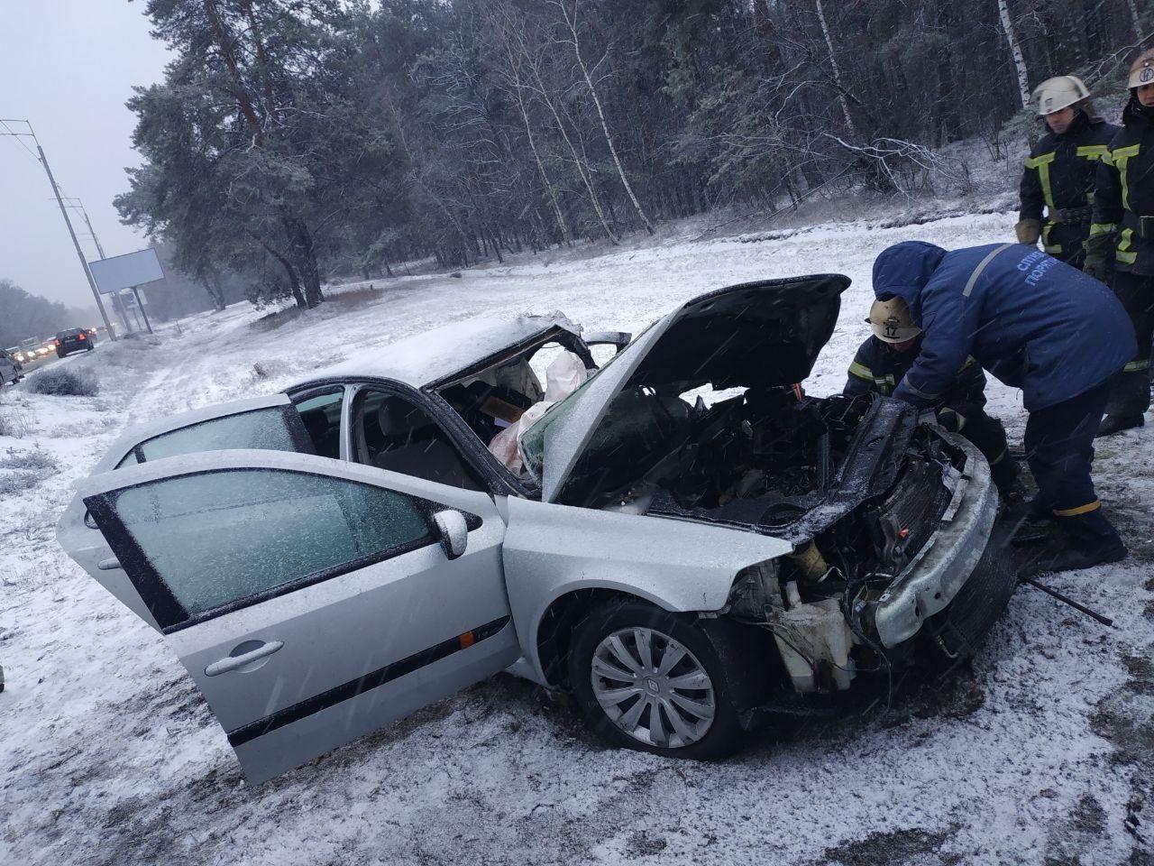 У страшній аварії на Столичному шосе в Києві загинув водій