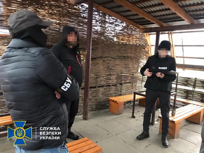 Янтар, біткоіни і борги: СБУ накрила серйозну банду