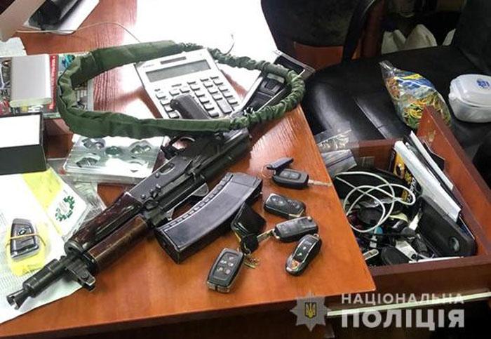 Поліція розповіла подробиці афери, в якій підозрюють сина екс-голови Конституційного суду