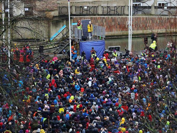 Послухати Грету Тунберг зібрався натовп з 30 тисяч чоловік, перекривши рух в Брістолі
