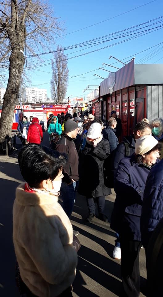 Очереди просто огромные: в Киеве продолжается транспортный коллапс из-за карантина
