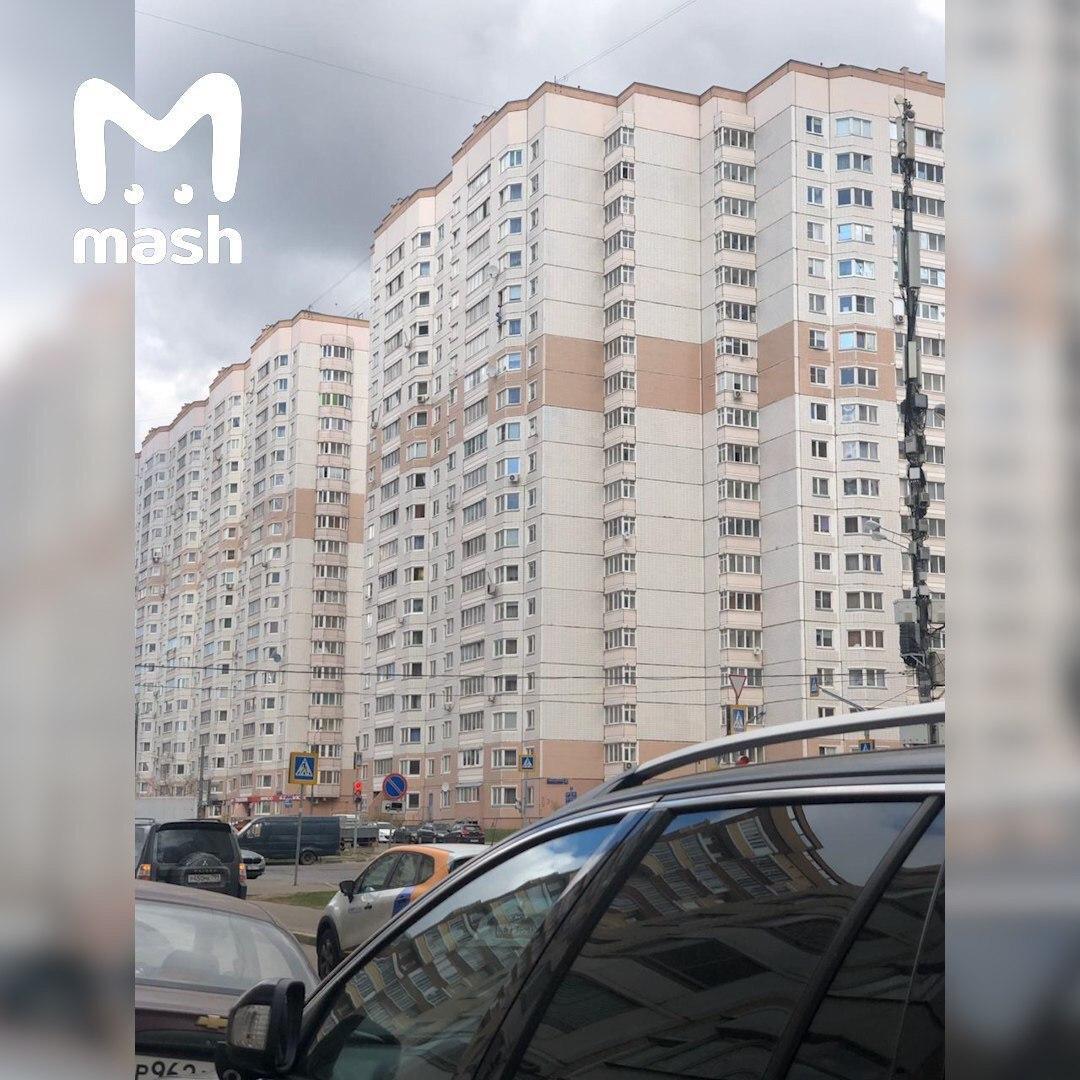 У Москві жінка 15 хвилин утримувала за руки випав з вікна п'яного приятеля