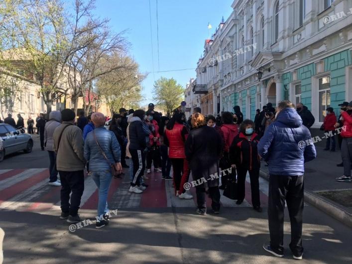 У Мелітополі порушили карантин і влаштували масовий протест через закритих ринків