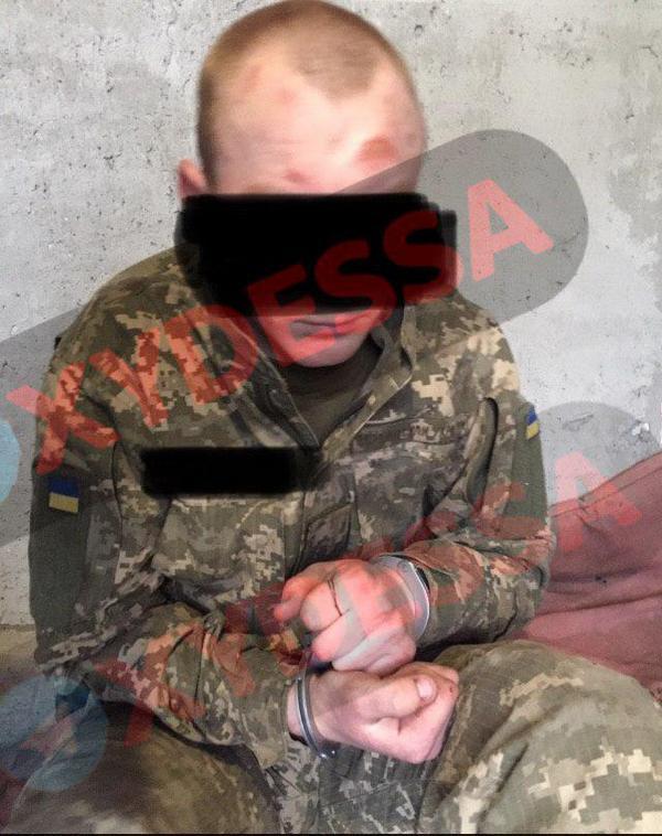 В Одессе военнослужащий изрезал ножом сослуживца и полицейского