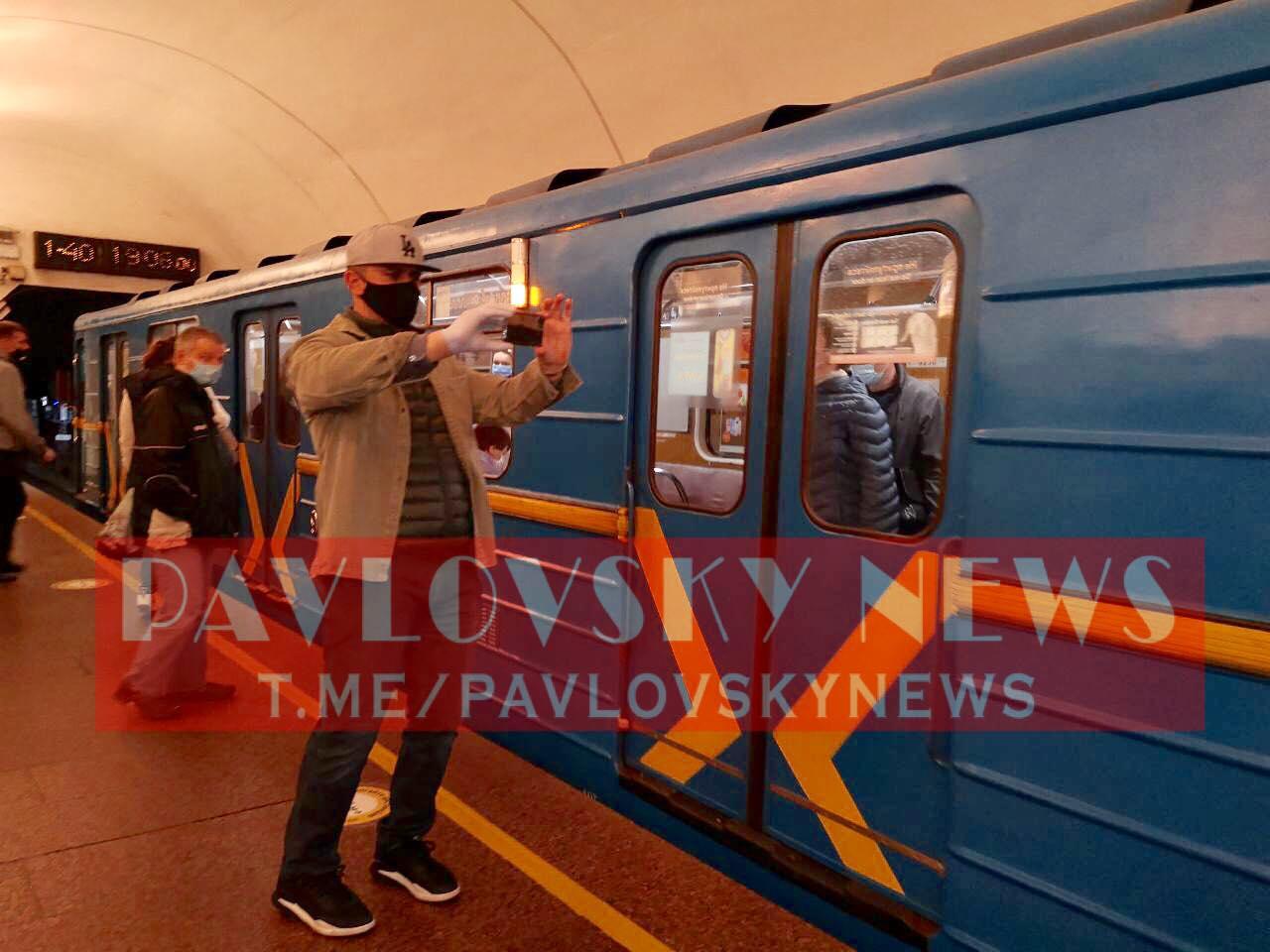 """После """"бесплатной"""" поездки в маршрутке Тищенко засветился в метро: в сети обсуждают фото"""
