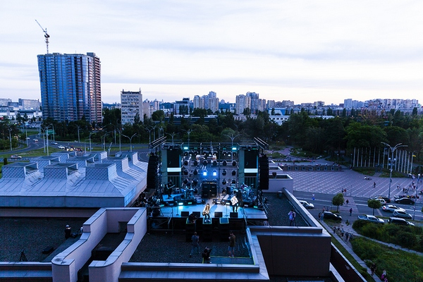 Нашли выход на карантине: в Киеве состоялся первый в мире «вертикальный» концерт
