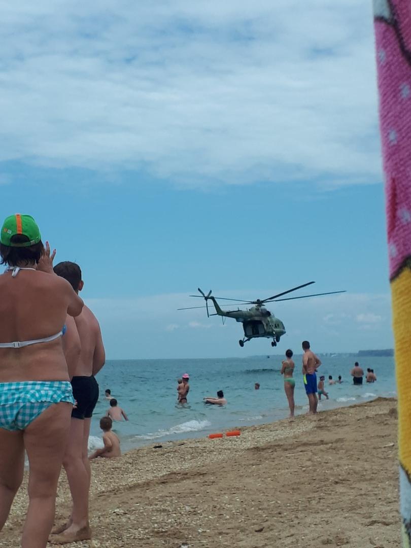 Вертолеты летали прямо над головой: путинские военные отличились опасной выходкой на пляже в Севастополе