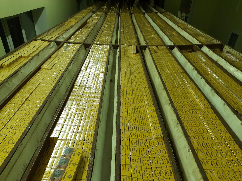 На границе с Беларусью перехватили рекордную контрабандную партию сигарет
