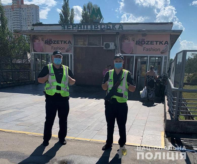 На улицы Киева вывели автоматчиков