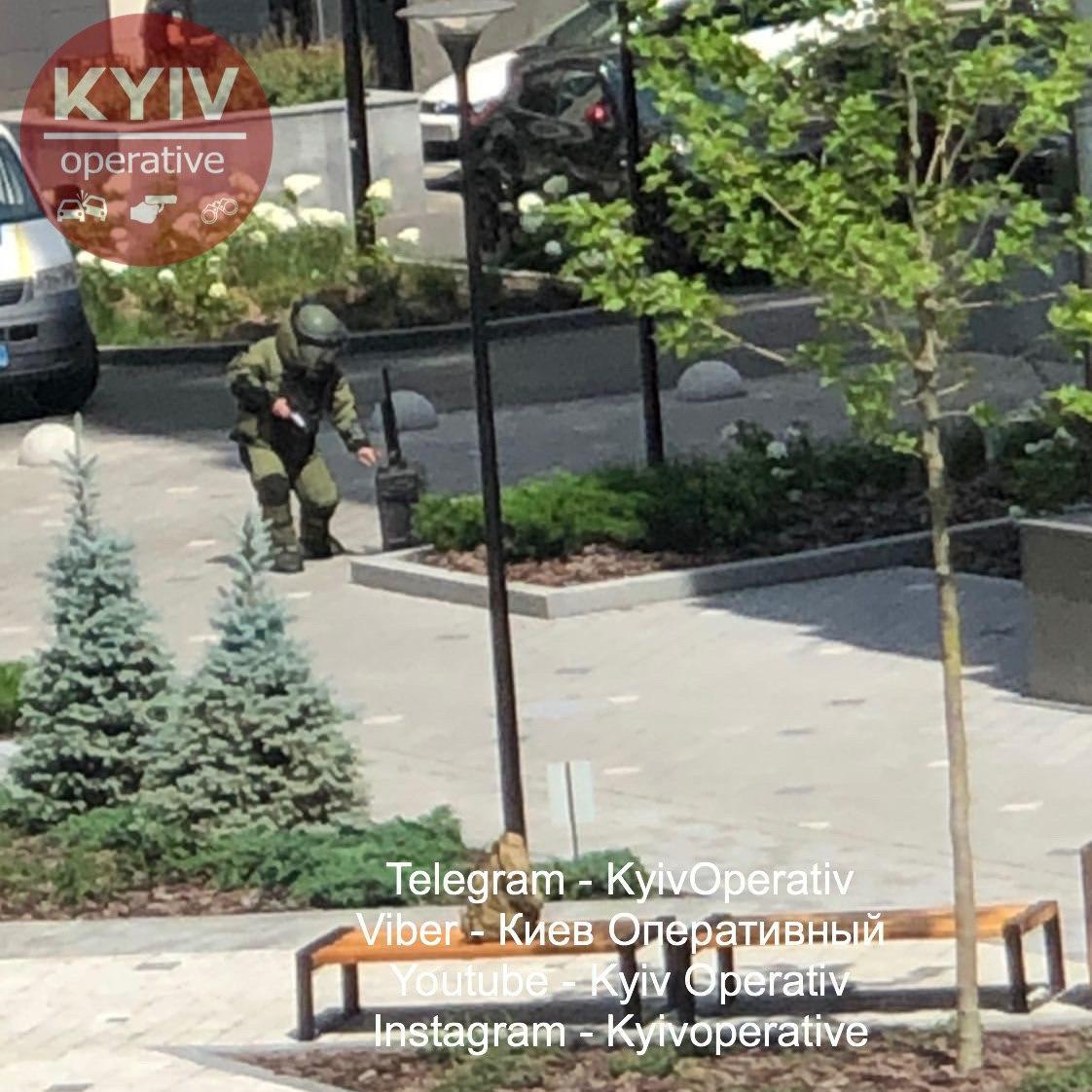 В Киеве снова нашли подозрительный рюкзак: на месте работают взрывотехники