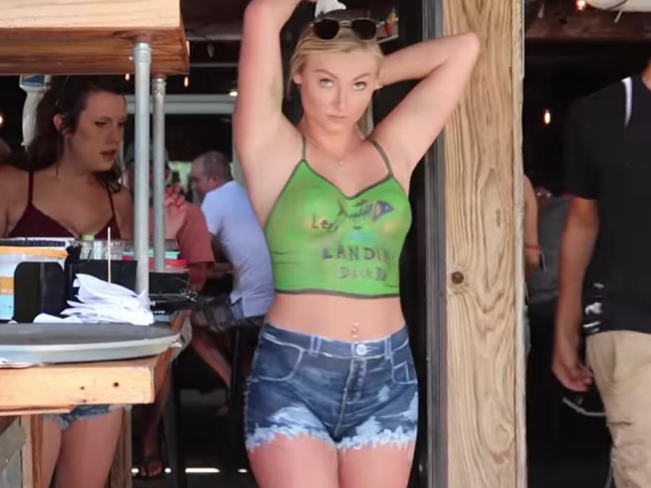 Голая женщина нарисована порно видео